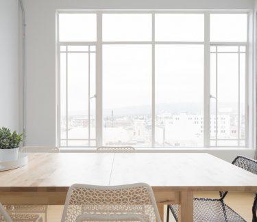 съвети за почистване на прозорци от чистник